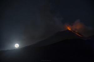 Luna piena a Monte Zoccolaro - Etna